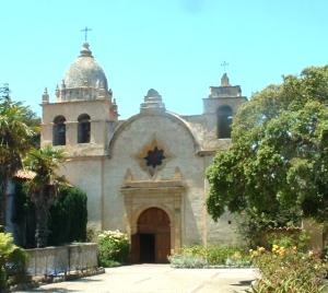 Misión san Carlos Borromeo. Base de operaciones de Fray Junípero Serra y lugar donde fue enterrado.