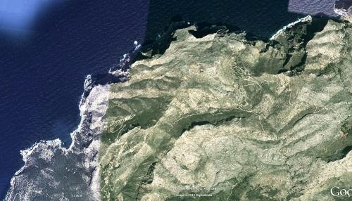 Una enorme cabeza de dragón se adivina frente a la isla de Dragonera. las lineas telúriocas también se conocen como 'lineas dragón'.