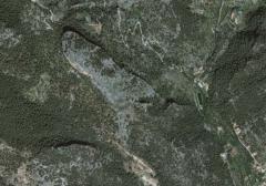 La Bastida es una montaña muy singular no sólo por su peculiar forma y sus restos arqueológicos sino además por ser flanqueada por dos importantes fuentes de agua: La de la Bastida y la de ses Artigues, que en su momento sirvieron para atraer el asentamiento humano.