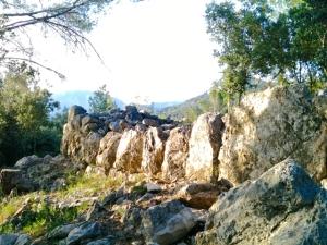 Enormes piedras escondidas en una colina invitan a sentarse a meditar y hablar con nuestros ancestros
