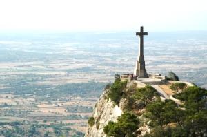 La cruz de San Salvador, en Felanitx es probablemente la más grande de Mallorca